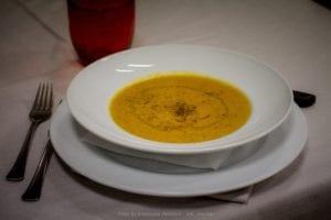 piatto di doppia zuppa di farro e ceci con lo zafferano di cascia_da_raw